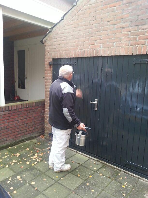 houten garagedeuren geschilderd