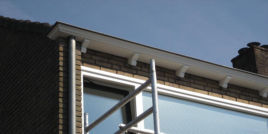 Van Reemst schildersbedrijf schildert ook vakkundig daklijsten en uw dakkapel.
