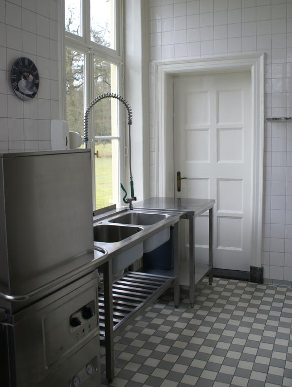 Keuken Kasteel Hoekelum in Bennekom. Kozijnen en deuren geschilderd door Van Reemst in Bennekom.