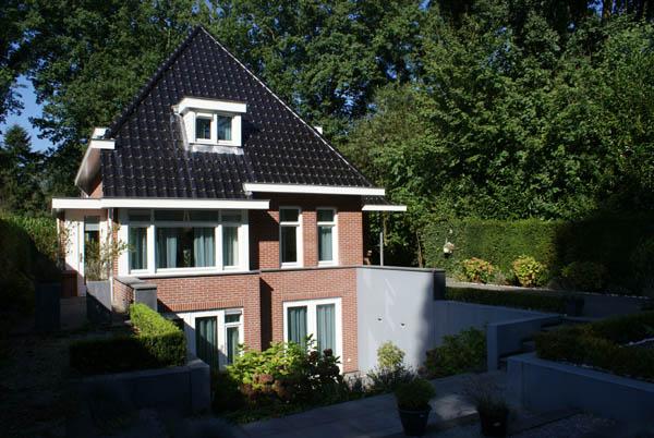 Vrijstaande villa schilderen? Schildersbedrijf van Reemst zorgt voor kwaliteit schilderwerk.