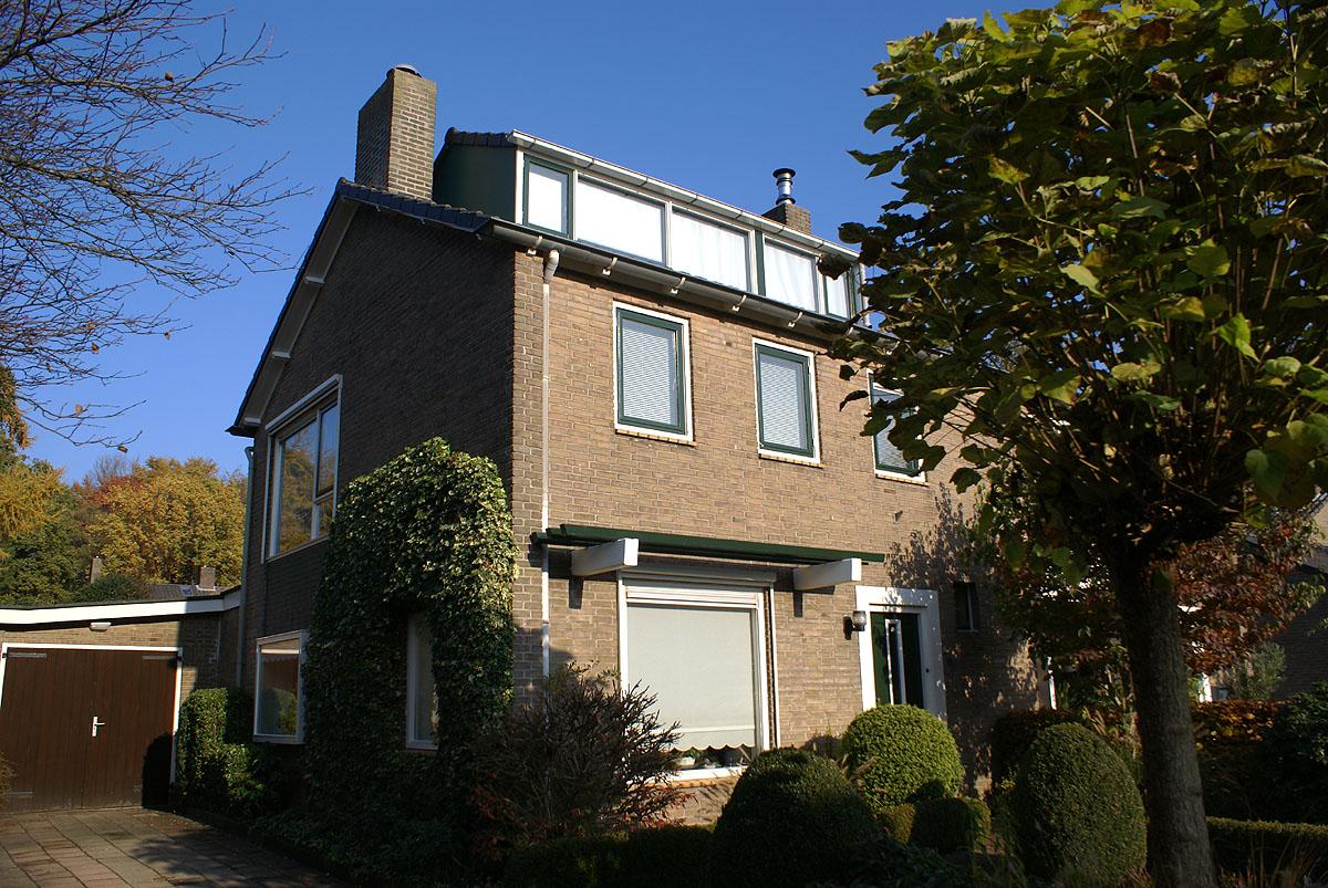 Twee-onder-een-kapwoning woning in Ede, pas geschilderd door schildersbedrijf Van Reemst uit Bennekom. 0318-417884