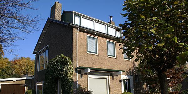 Dit vrijstaand huis heeft een compleet nieuwe uitstraling gekregen door het schilderwerk van Van Reemst.