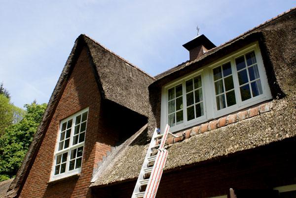 Gelders landhuis geschilderd door Schildersbedrijf Van Reemst.