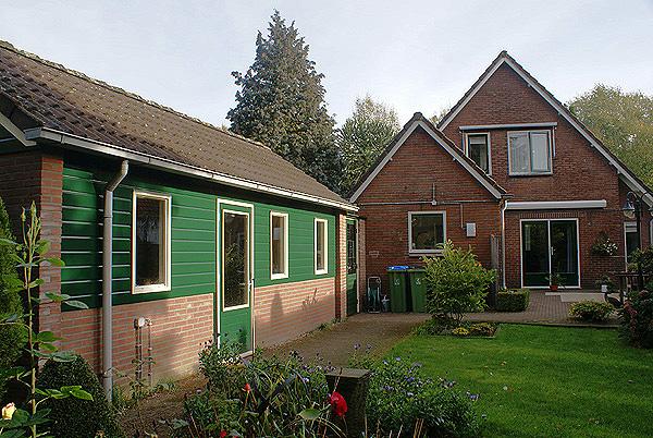 Wit-groen schilderwerk buiten. Vrijstaand huis in Bennekom | Schildersbedrijf Van Reemst
