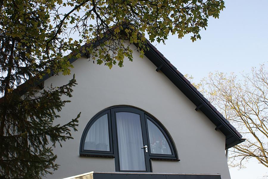 Markant huis geschilderd door Van Reemst in Bennekom.